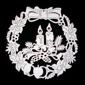 Blumenkranz mit Kerzen